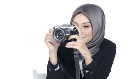 Travel and holiday concept, young women holding digital camera o Royalty Free Stock Images
